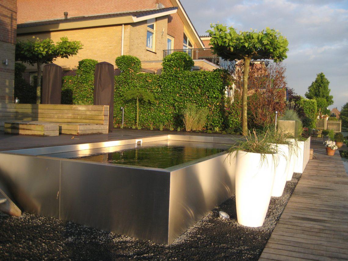 Strakke tuin met zwemvijver en kunststofvlonder (5)